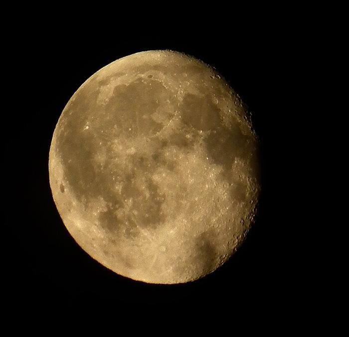 Moon20101124